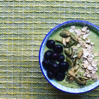 5 Ways Toward a Thicker Smoothie Bowl